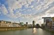 blick in das Hafenbecken des Düssseldorfer Medienhafen