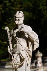 statue musicien, jardin de la fontaine a nimes