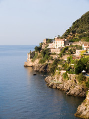 the coast of Amalfi in contrada Marmorata at Ravello .