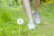 Beine einer Frau beim Laufen