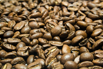 a large heap of coffee is in grains