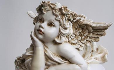 Ein zarter Engel in weiß.