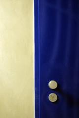 blaue Stahltür