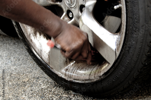 Cleaning Chrome Rim - Motion in Time - 9735166