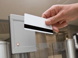 badge accès entreprise magnétique carte pointer pointage sécurit