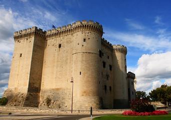 chateau de tarascon, fortification medieval