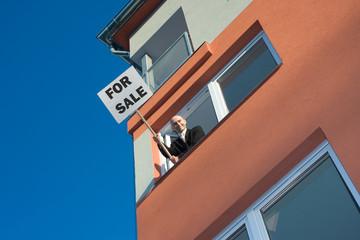 Proactive estate agent