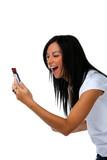 Junge Frau hat Freude mit SMS Nachricht poster