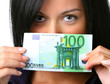 Teenager mit 100 Euro Geldschein
