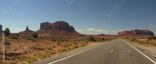 Monument Valley - 9781551