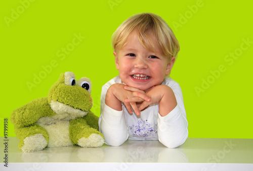 Leinwanddruck Bild Blondes Mädchen mit Frosch