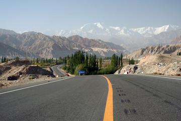 road towards te mountains