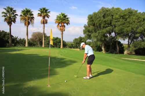 Papiers peints Golf Golf - Golfspieler beim Putten