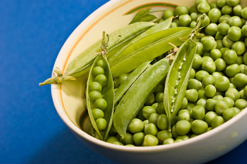 Vegetable theme: pea pod on the bowl