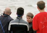 conversation entre marins de plusieurs générations poster