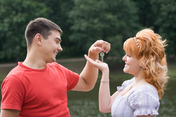 Man handing a woman keys