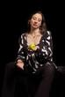 schwangere Frau halten grünen Apfel in Hand