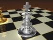Silberner König auf Schachbrett