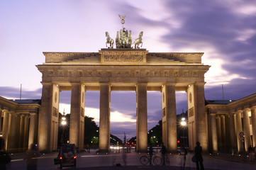 Brandenburger Tor bei Dämmerung