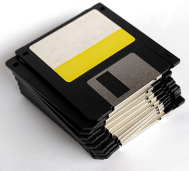 Magnetic floppy disk for computer data storage