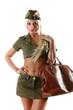 Девушка в военной форме с дорожной сумкой, фото 1629149.