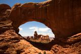 Blick durch das North Window auf den Turret Arch poster