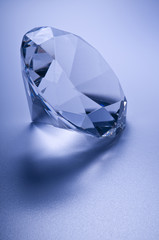 Diamante su sfondo blu