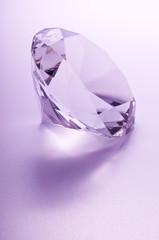 Diamante su sfondo rosa