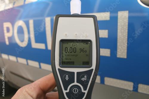 Alcotester mit Polizei - 10144189