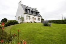 """Постер, картина, фотообои """"typisches Haus in der Bretagne in Frankreich"""""""