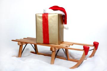 Weihnachtsmütze und Geschenke