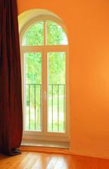 Leerer Raum mit Fenster