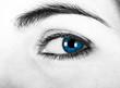 Close-up de uma bela mulher com olhos azuis