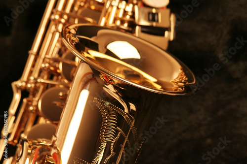 picture of a beautiful golden saxophone - 10260988