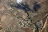 vista aerea pueblo y campos