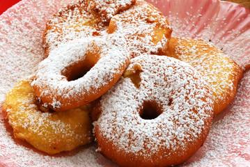 Frittelle di mele al moscato - Dolci tradizionali - Lombardia