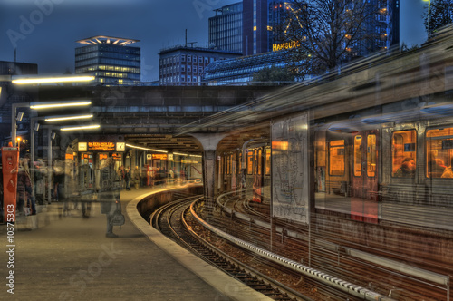 Leinwandbild Motiv U-Bahn Landungsbrücken