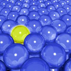Bola amarilla con bolas azules