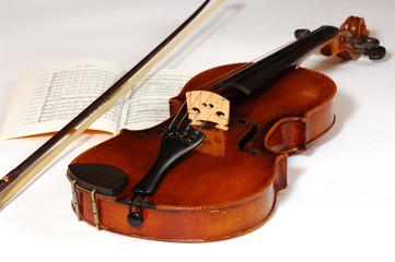 Geige, Noten und Bogen, Violin,  bow and music book