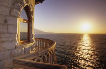 Ukraine, Jalta, aufgehende Sonne auf dem Meer