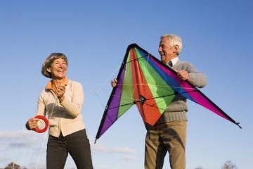 Senioren Paar, Mann mit Drachen