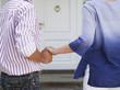 Paar halten Hände