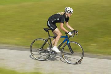 Radrennfahrer auf dem Weg