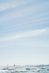 Spanien, Fuerteventura, Segelboote auf dem Meer