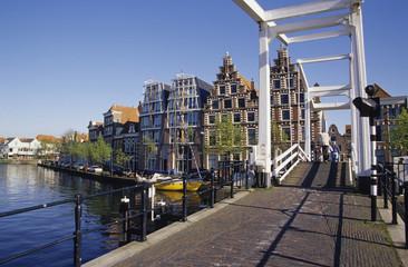 Leiden, Zugbrücke und Kanal, Zuid-Holland, Niederlande