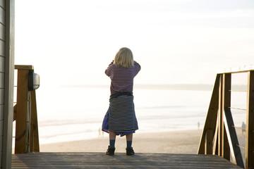 Portugal, Algarve, Mädchen Strand, Rückansicht