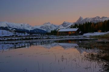 Kurz vor Sonnenaufgang in der Bergen