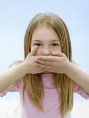 Mädchen Mund schließen, Portrait