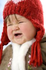 Baby Mädchen, tragen Mütze, weinen close-up