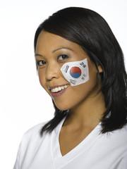 Frau mit koreanischen Flagge, gemalt auf ihr Gesicht, Fußballfan